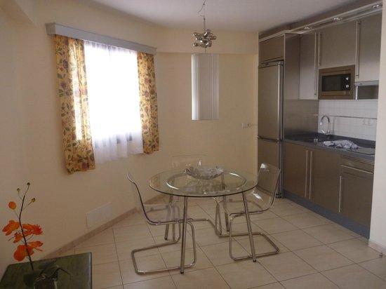 Hotel-Apartamentos Andorra: fully equipped kitchen