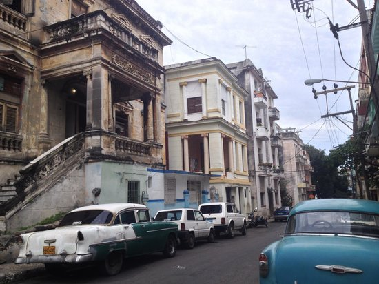 Casa Gloria and Lazaro: The surrounding neighbourhood in the heart if central Verdado and just steps from the university