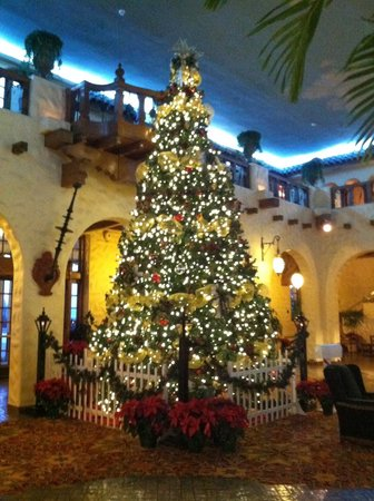 the hotel hershey fountain lobby christmas tree - Christmas At Hershey