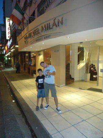 Entrada al Hotel Milan