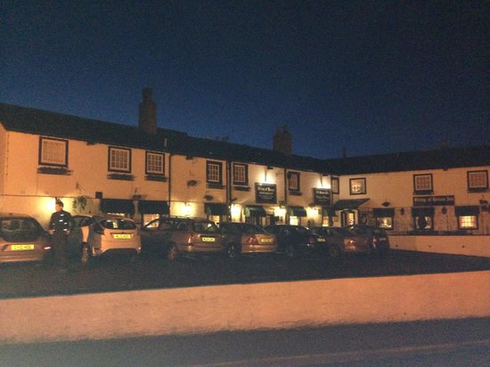 String of Horses Inn: Night view