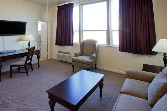 IHG Army Hotel on Camp Parks RFTA : Two bedroom Suite