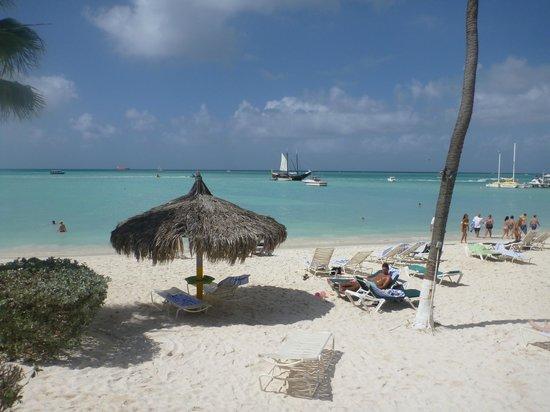 Holiday Inn Resort Aruba - Beach Resort & Casino : View from our beach loungers