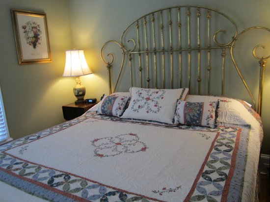 Oxford Bed and Breakfast at the Olde Parsonage : Oxford Room