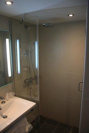 Hôtel les bains de Cabourg : douche italienne
