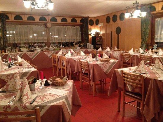 Hotel Loredana: Столовая, где подают прекрасный ужин и кормят разнообразным завтраком (шведский стол)