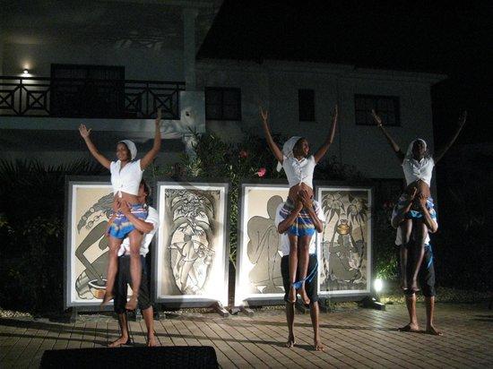 Melia Tortuga Beach Resort & Spa: Evening show