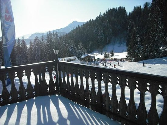 Le Chalet Chanterelle : Views from the chalet. The ski-lift just in front of the chalet