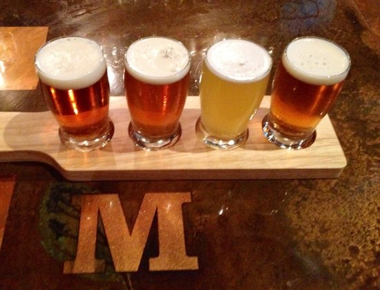 The Historic Mint Restaurant and Ale House: Beer flights!
