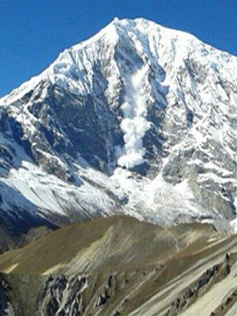 Langtang National Park, Nepal: Lawine am Langtang Lirung 7227m