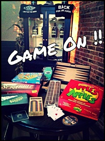 The Historic Mint Restaurant and Ale House: Game cabinet