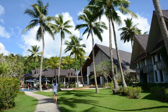 Palau Pacific Resort : more hotel grounds