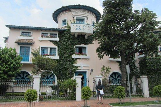 Vieja Cuba : hotel exterior