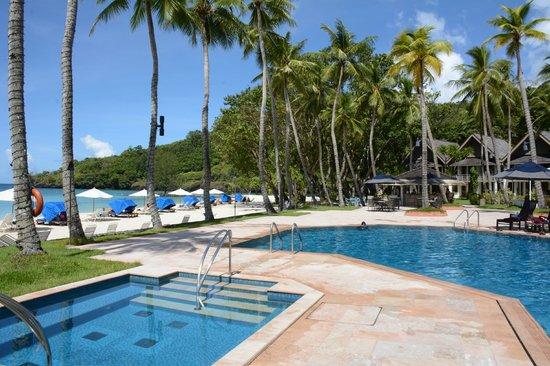 Palau Pacific Resort : pool and beach