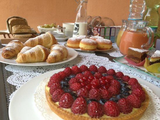 Il Montesino Bed and Breakfast: Breakfast buffet estivo
