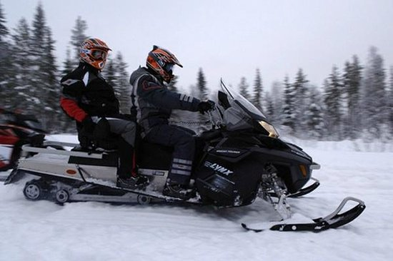 Le Chalet Chanterelle : Be picked up by our snowmobile