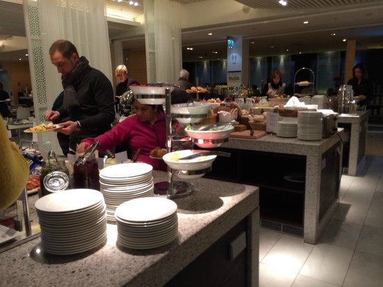 Radisson Blu Waterfront Hotel: Buffet Breakfast spread