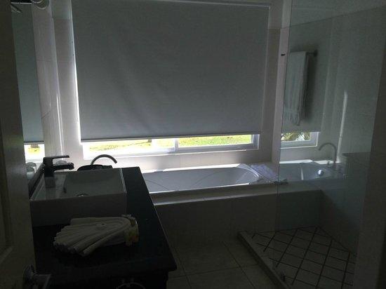 Bad Mit Badewanne Am Fenster