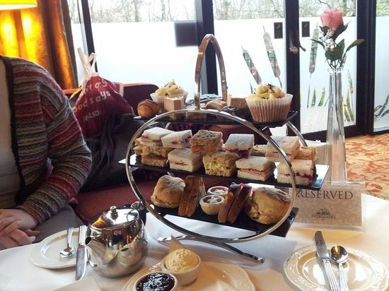 Everglades Hotel: The afternoon tea display
