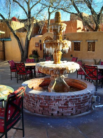 Inn of the Five Graces: Fountain in courtyard in early January