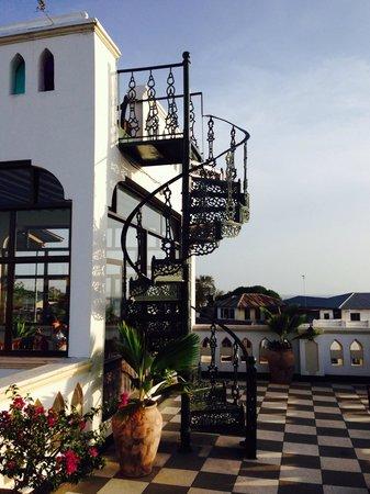 Dhow Palace Hotel : Смотровая площадка на крыше отеля