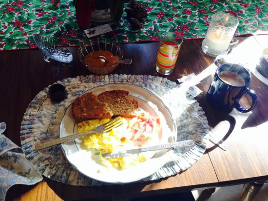 The Mary Geasland Guest House: Breakfast -- excellent scrambled eggs and Irish Soda Bread
