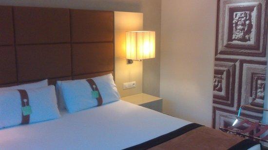 Holiday Inn Madrid - Las Tablas: cama muy comoda