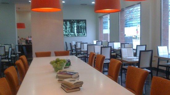 Holiday Inn Madrid - Las Tablas: zona cafeteria