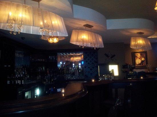 Atmosfera Restaurant Bar Lounge: step up bar area