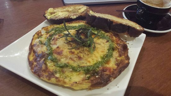 Capers Cafe: Great chorizo omelette