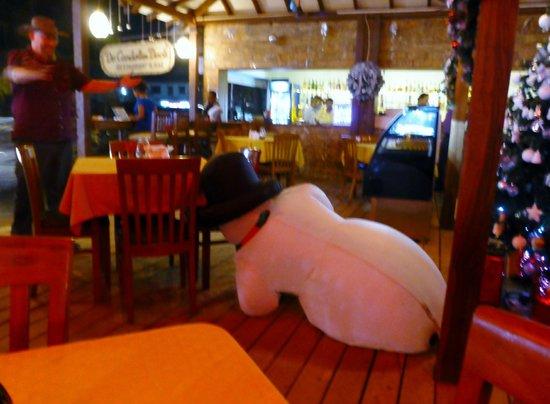 De Candolim Deck: A deflated snow man