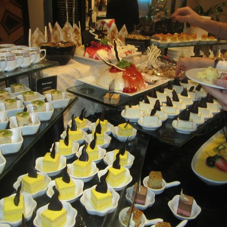 Movenpick Resort Petra: Desserts: Almost all dairy based, but pretty nonetheless