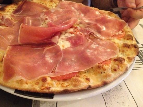 L'Italia: prosciutto pizza with tomato and mozzarella