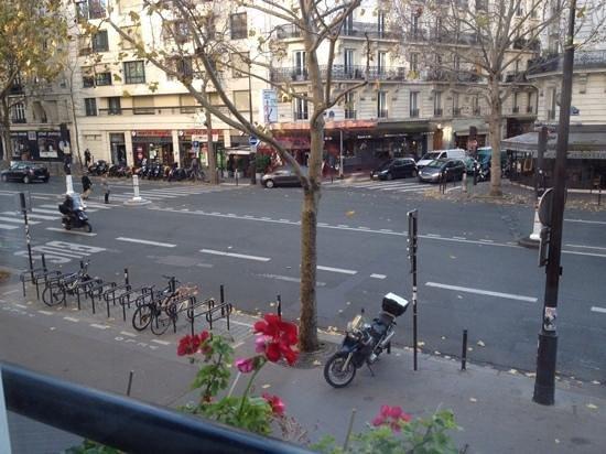 Best Western Hotel Le Montparnasse : вид из окна на бульвар