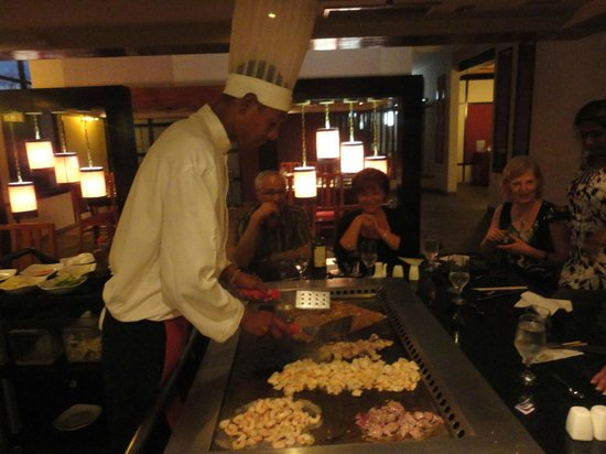 Memories Paraiso Beach Resort : Sam, our Teppanyaki Chef! Best food we had all week