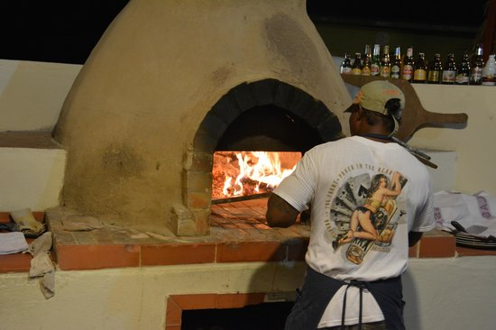 Taverna Firenze: amazing pizza out of this oven!