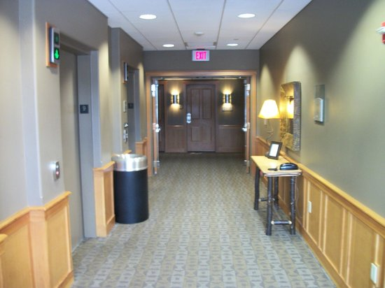 The Summit At Big Sky: Clean & quite corridors.