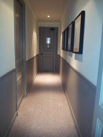 Le Grand Hotel Cabourg - MGallery Collection: Entrée de la chambre, ou comment ne pas entendre frapper