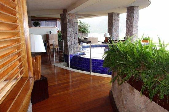 Jade Mountain Resort: Entry way