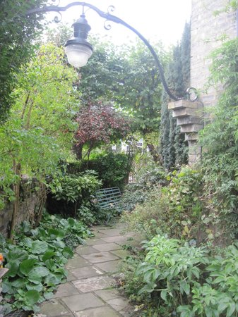 Hampstead Village Guesthouse: Lovely gardens around guesthouse