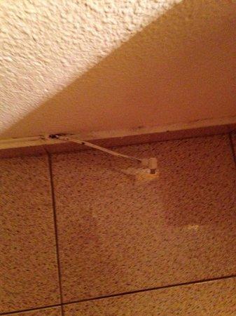 Servatur Barbados Apartments : hanging wires