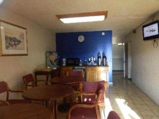 Express Inn New Stanton PA Hotel: Clean, Complimentary Continental Breakfast with Smily attendant to start your day with smile