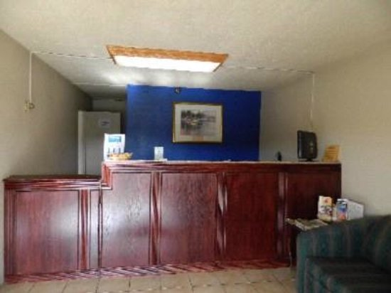 Express Inn New Stanton PA Hotel: Our Front Desk - Smily, Helpful, Knowledgeable