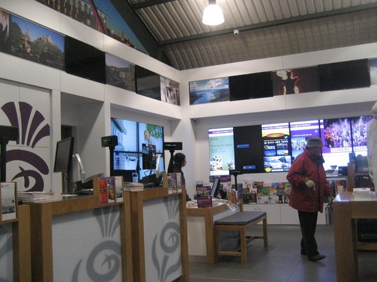 Glasgow Visit Scotland Information Centre: The counter