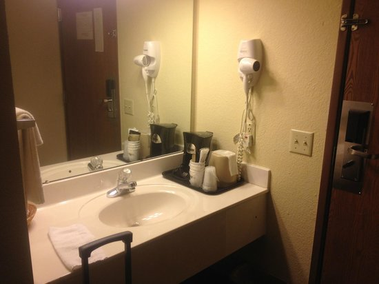 Surestay Plus Hotel by Best Western Kearney: bathroom
