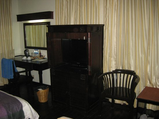 Grand Sunset Angkor Hotel: TV stand