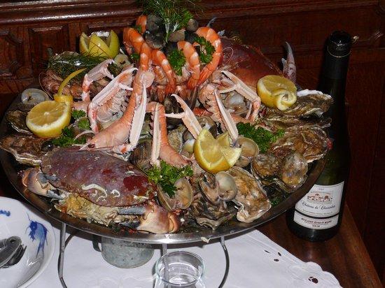 Auberge du Pecheur : le plateau de fruits de mer pour nous 2