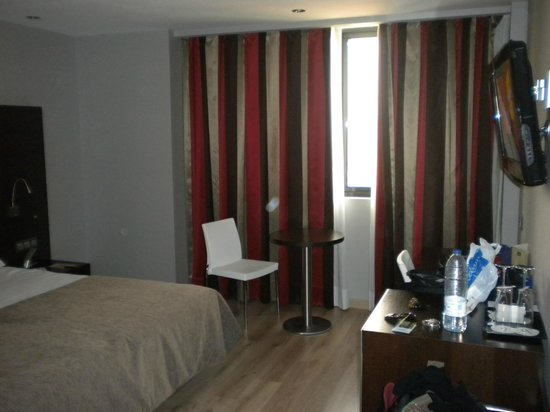 abba Granada Hotel: Habitacion amplia
