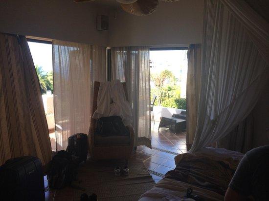 Casa Cupula: Bedroom with Window doors