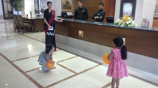 GreenPark Chennai : Front lobby - balloons!